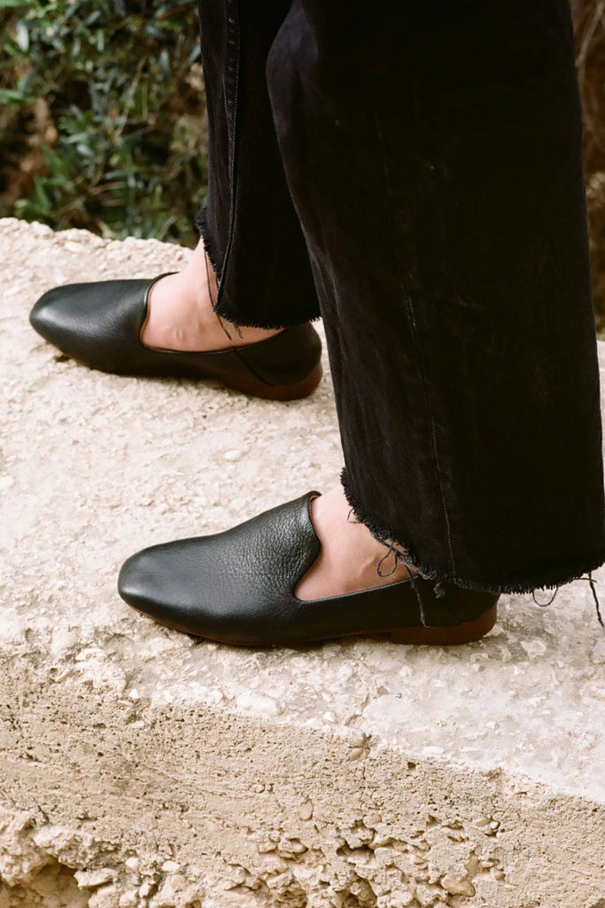 Saba Natural Cow Leather Loafers in Black