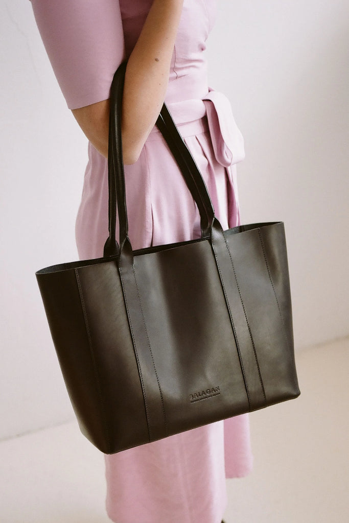 Sal Horizontal Natural Cow Leather Tote Bag in Black