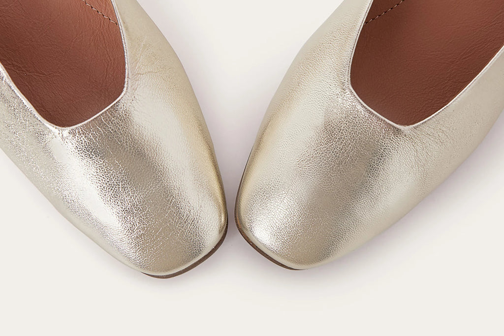 Kikar Natural Cow Leather Shoes in Gold