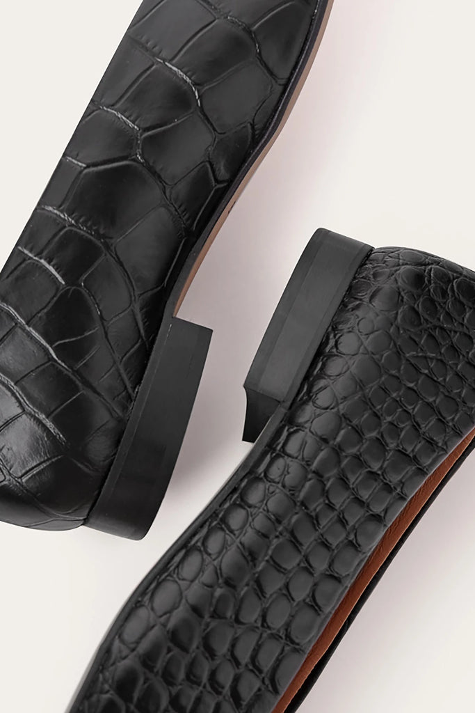 Kikar Natural Cow Leather Shoes in Black Crocodile Pattern