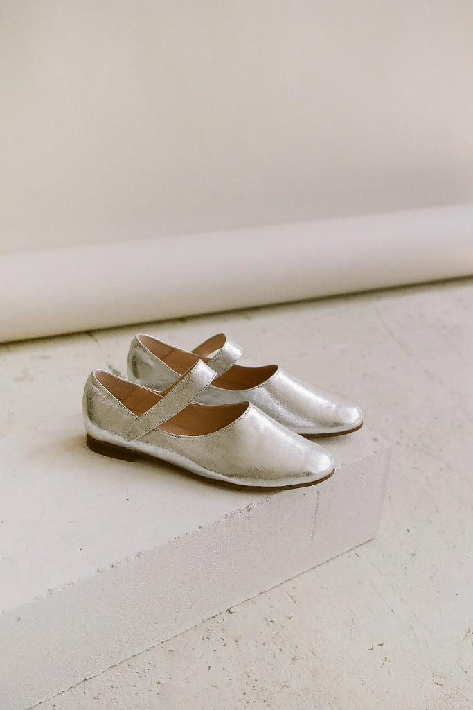 Madeline Natural Cow Leather Shoes in Silver