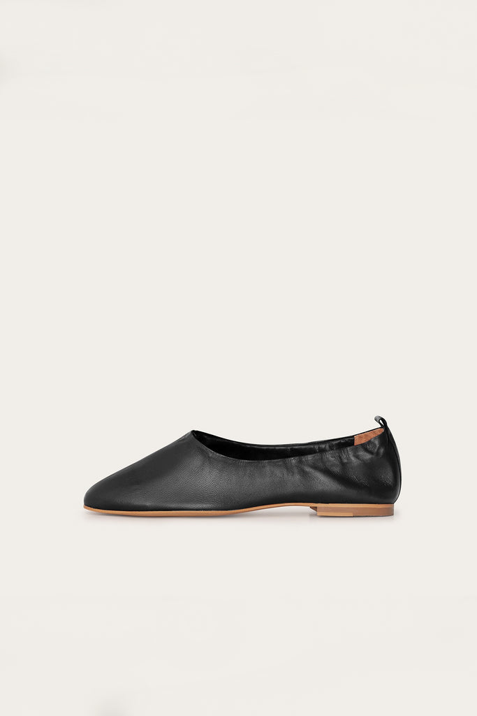 Kemet Natural Leather Shoes in Black