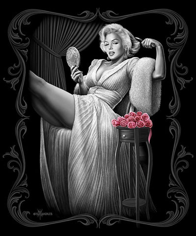 Marilyn Monroe Signature Collection Super Soft Queen Size Plush Blanket - Sitting Pretty