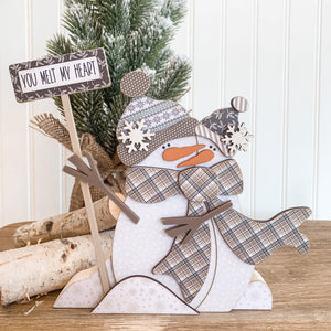 Winter snow couple made from wood hugging, wooden snowman, winter wood crafts, winter wood decor, winter home decor, handmade wood decor, wood crafts, winter tiered tray decor