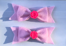 Load image into Gallery viewer, Floral felt Hair bow clips
