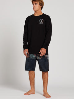 VPP Logo Long Sleeve Tee - Black (A3601997_BLK) [09]