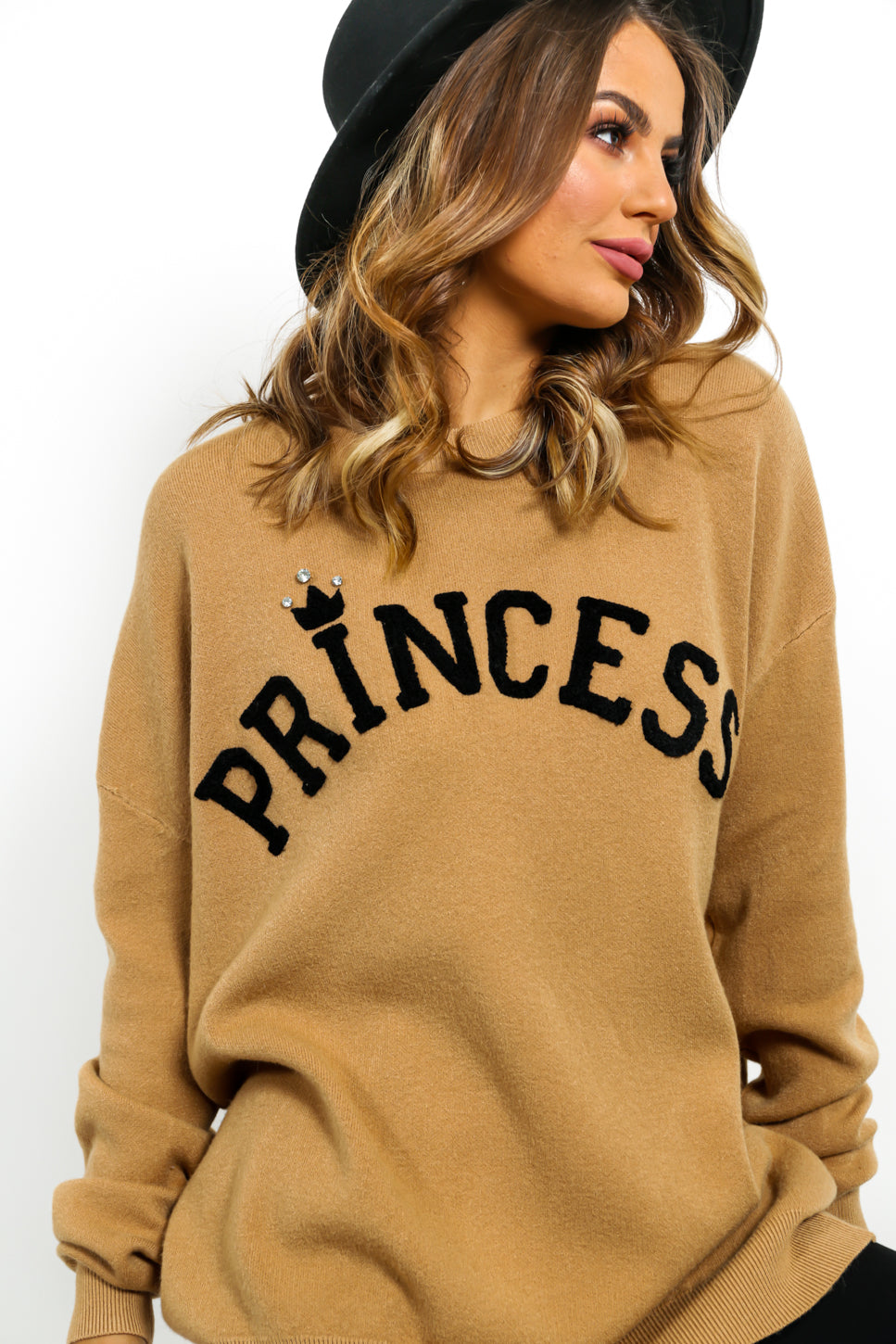https://cdn.shopify.com/s/files/1/0062/6661/7925/files/product-video-princess-jumper_in_camel_black.mp4?6445