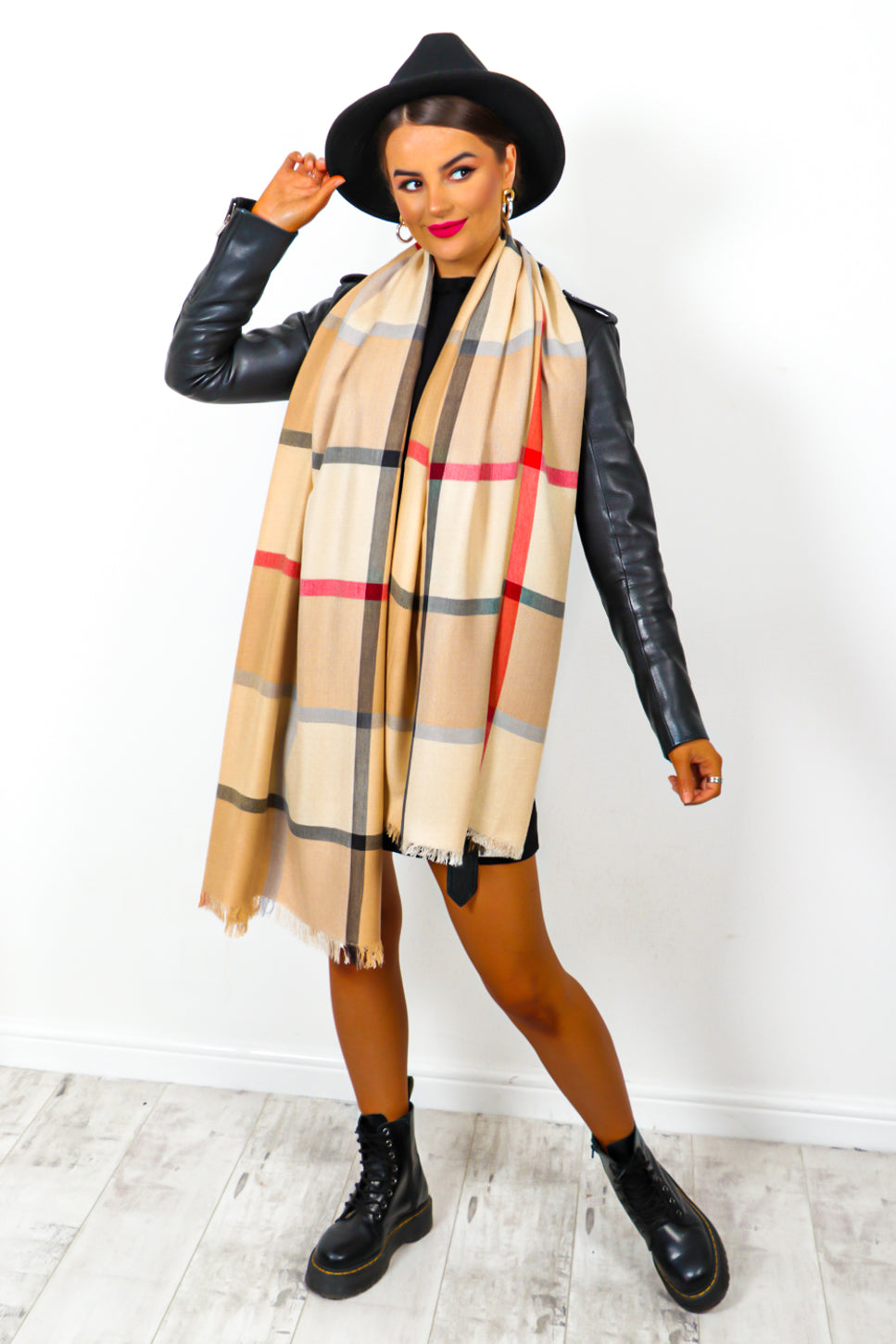 Autumn Perfection - Beige Checked Scarf