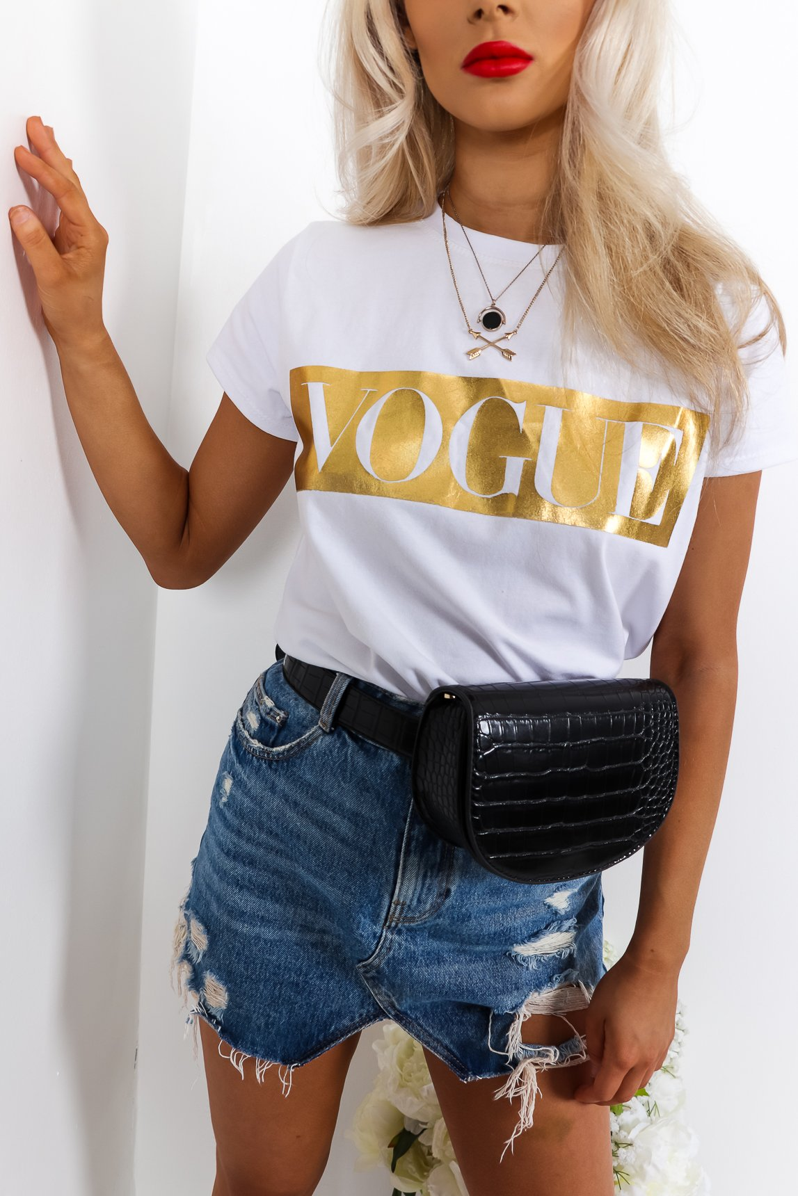 Vogue - T-shirt In GOLD/WHITE