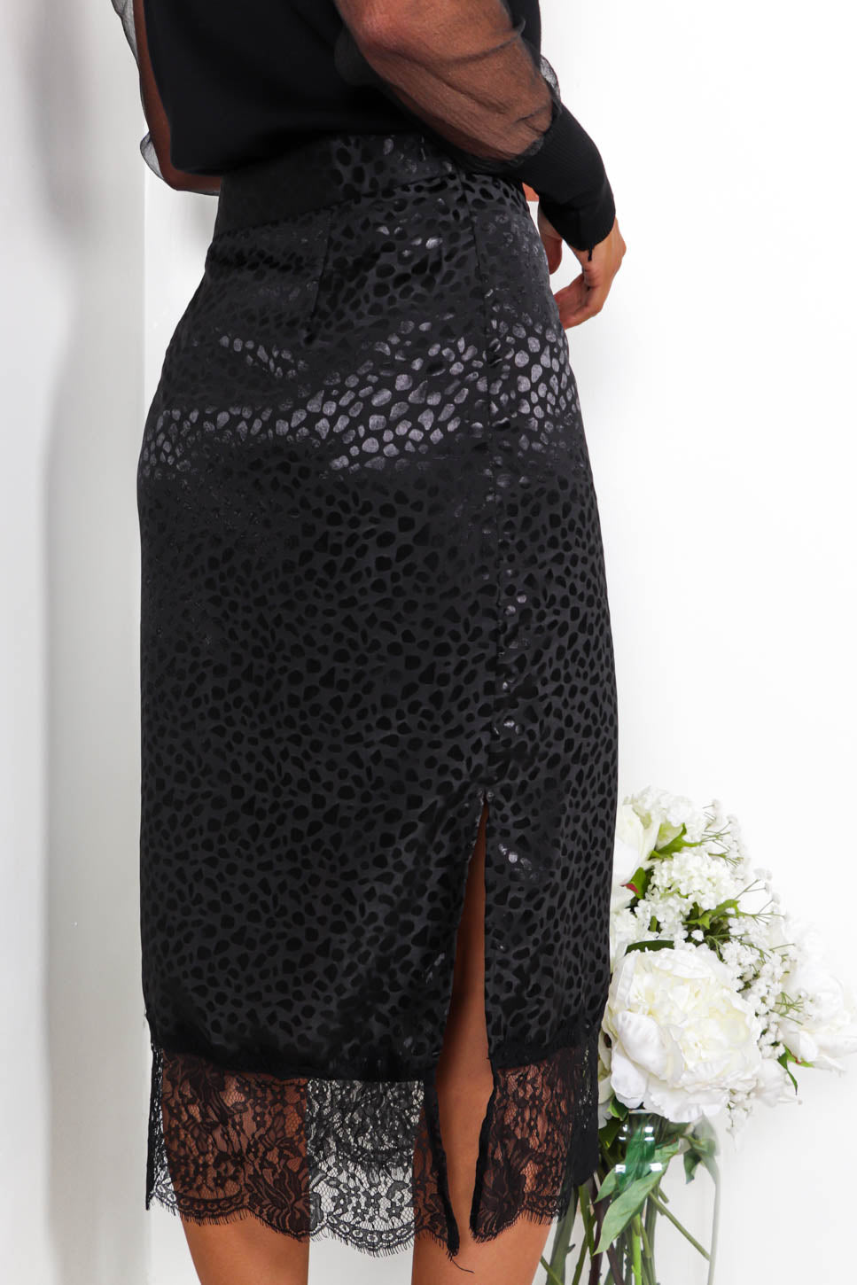 Sexy Satin - Midi Skirt In BLACK
