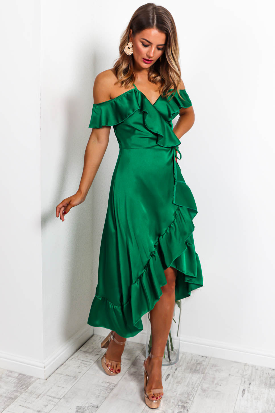 https://cdn.shopify.com/s/files/1/0062/6661/7925/files/product-video-the-hot-list-midi-dress-in-green-satin.mp4?4802