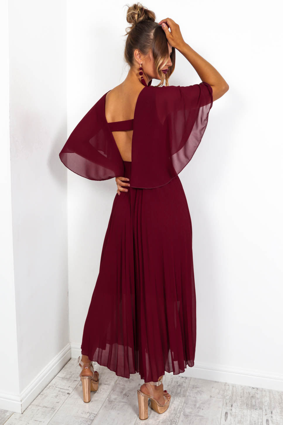https://cdn.shopify.com/s/files/1/0062/6661/7925/files/product-video-timeless-maxi-dress-in-wine.mp4?5114
