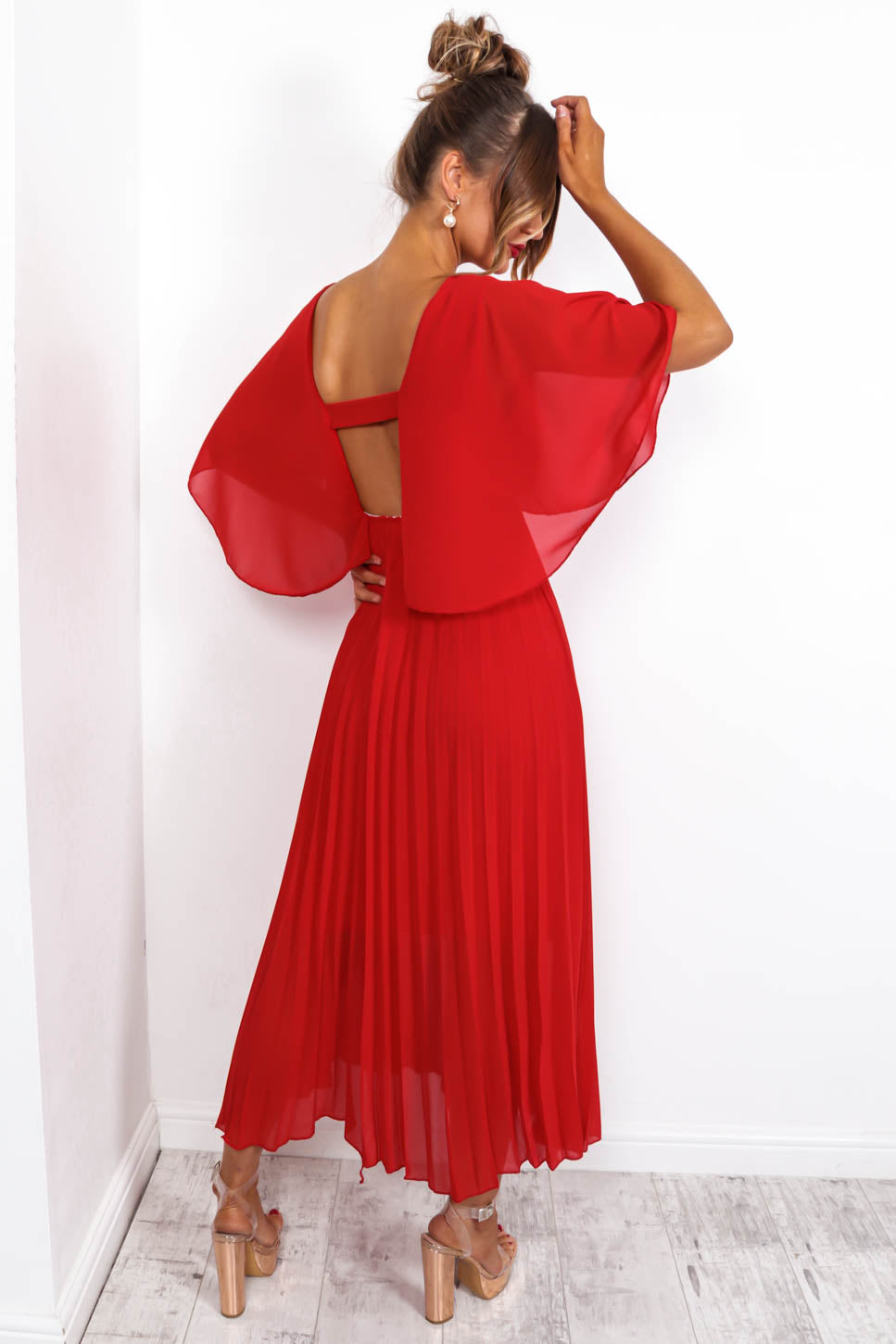 https://cdn.shopify.com/s/files/1/0062/6661/7925/files/product-video-timeless-maxi-dress-in-red.mp4?5114