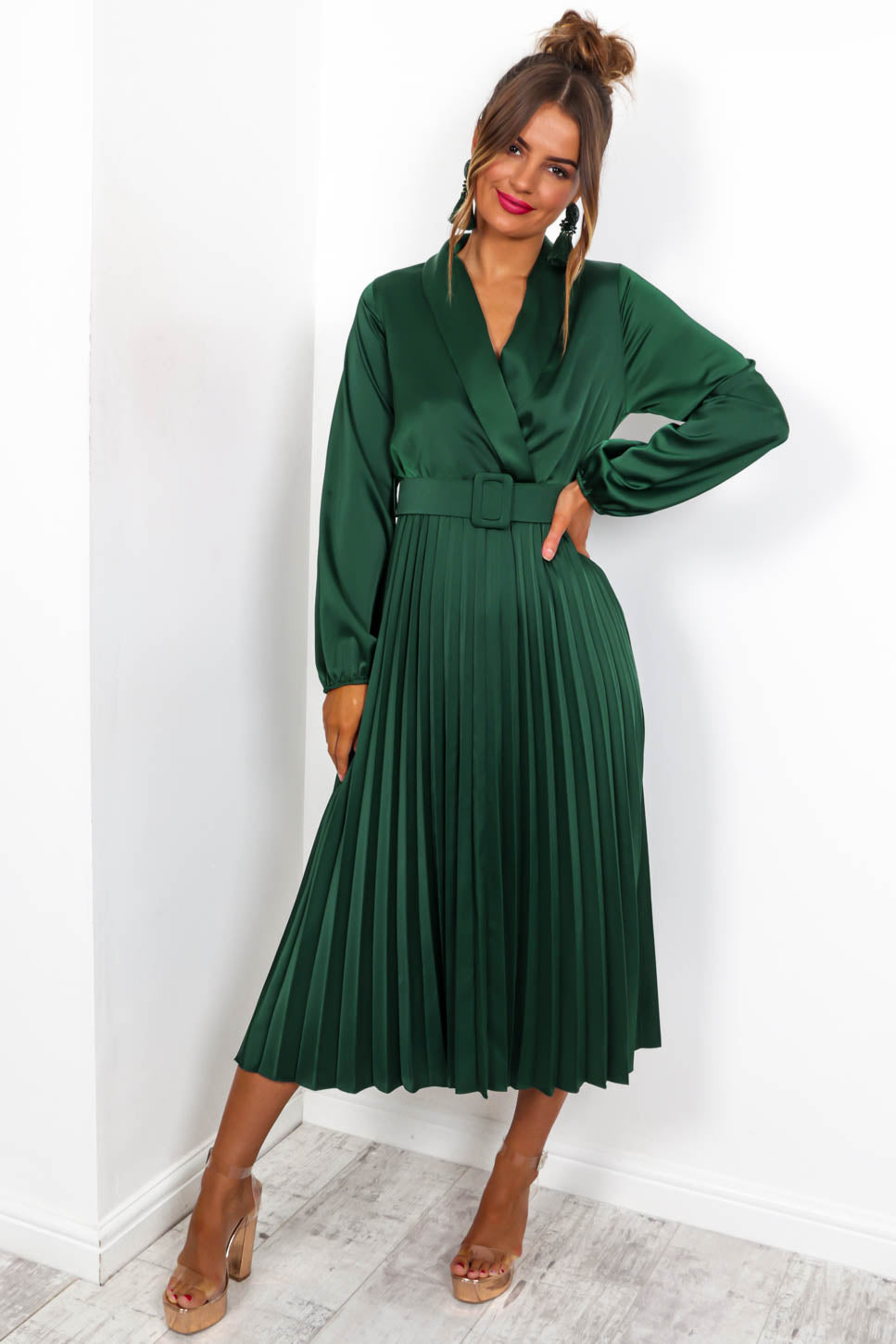 https://cdn.shopify.com/s/files/1/0062/6661/7925/files/product-video-norma-jean-midi-dress-in-forest.mp4?5114