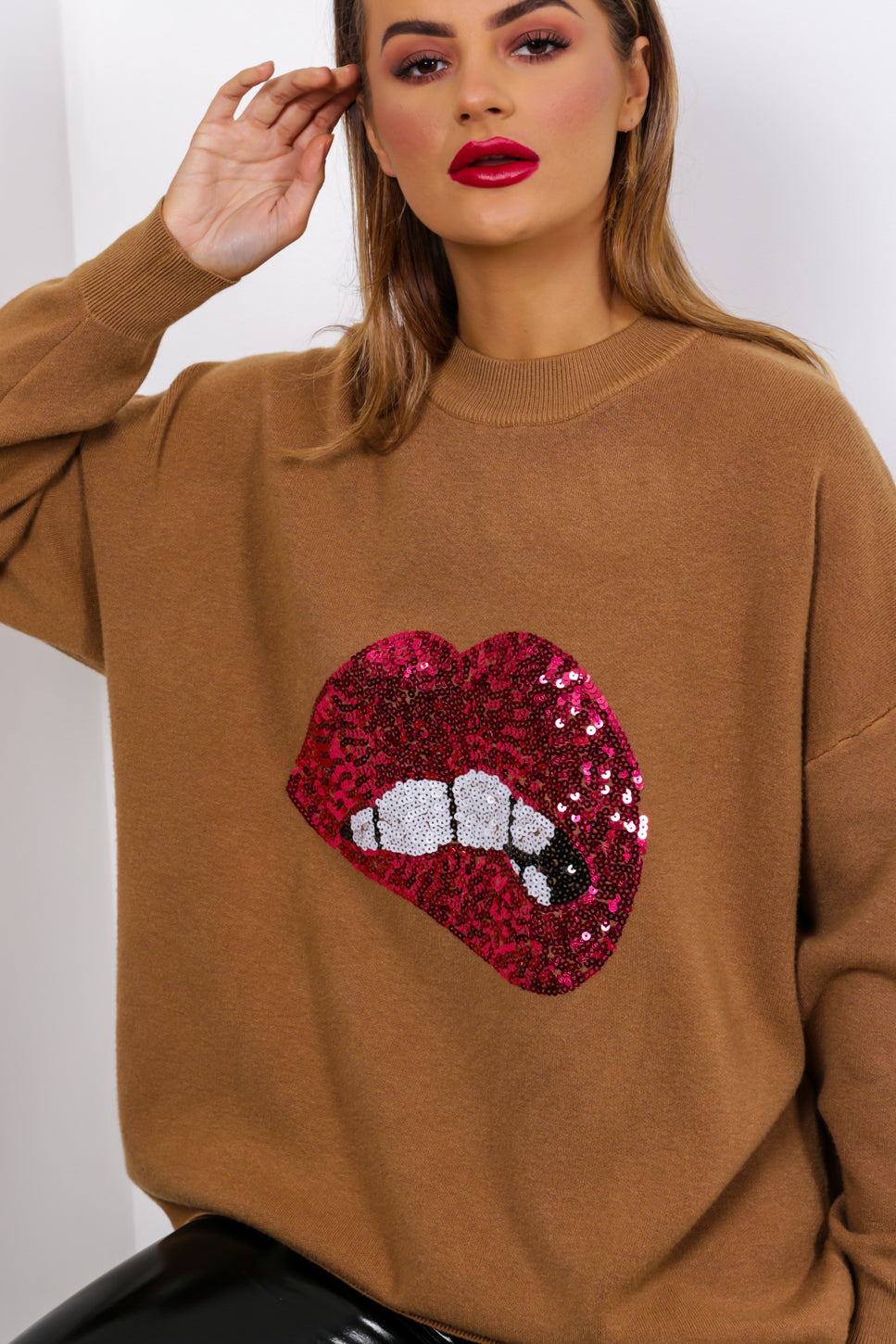 https://cdn.shopify.com/s/files/1/0062/6661/7925/files/product-video-when_you_kiss_me-jumper-in-brown.mp4?5932