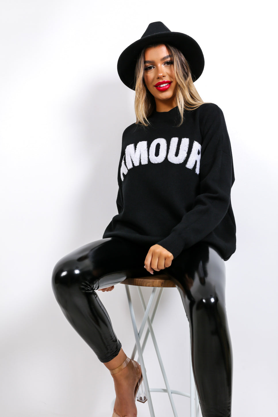 https://cdn.shopify.com/s/files/1/0062/6661/7925/files/product-video-je_t_aime-jumper-in-black.mp4?5932
