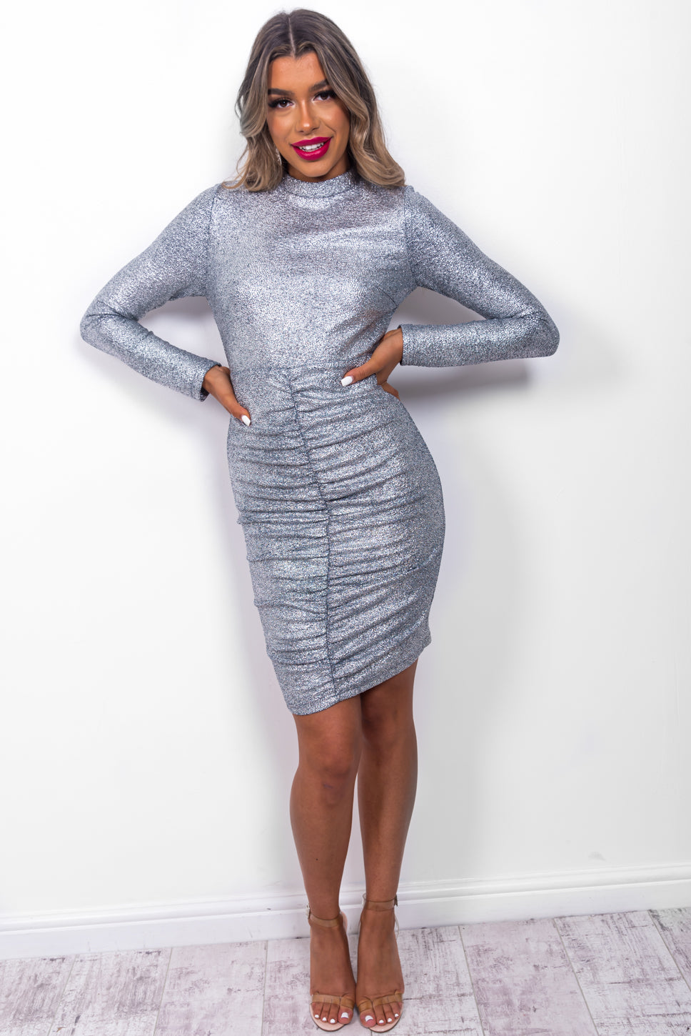 https://cdn.shopify.com/s/files/1/0062/6661/7925/files/product-video-right_on_shine-dress-in-silver.mp4?6017