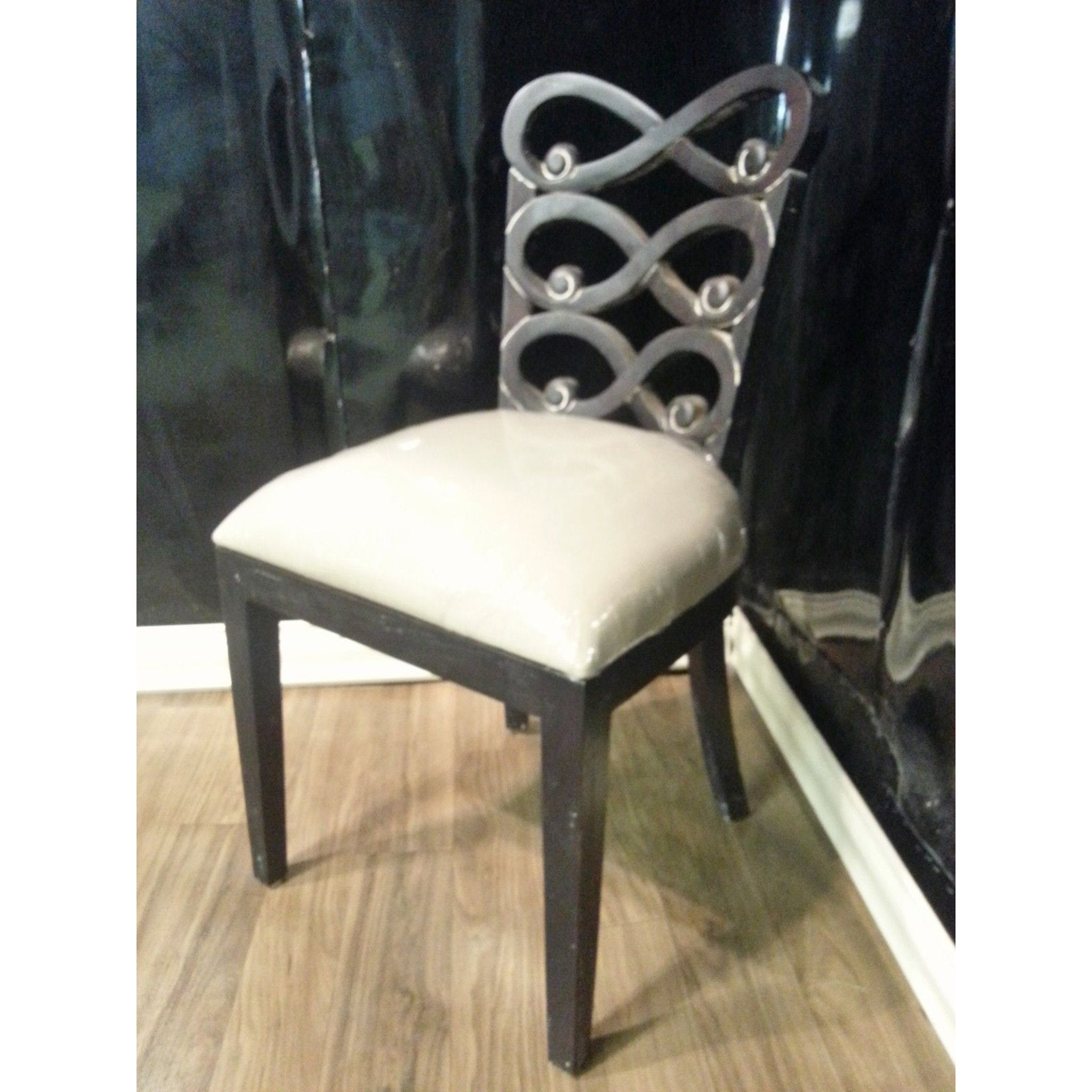 Picture of: Steven Shell Lewis Dining Chair Black Distressed W Linen Bottom Set Of 6 Furniture On Main
