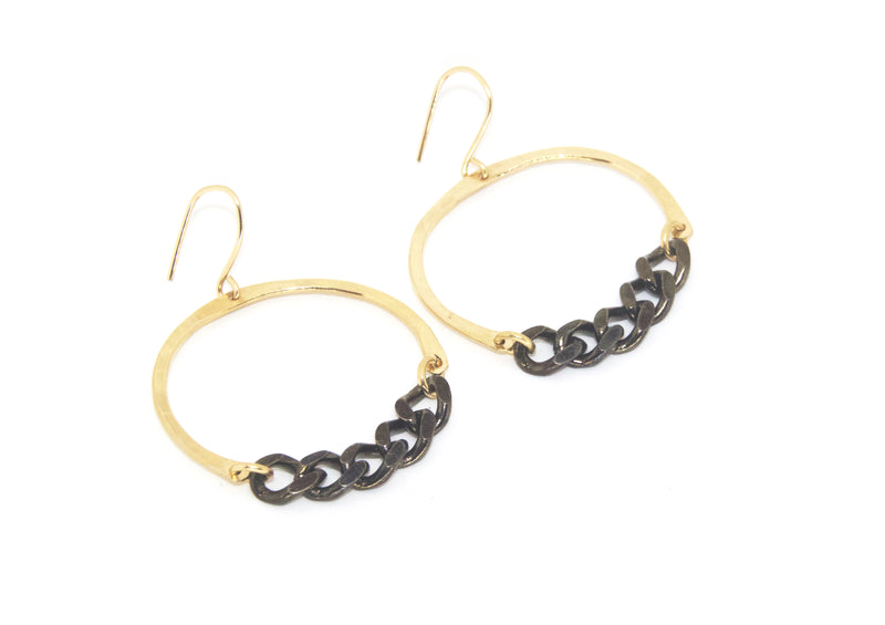 Malia Earrings w. Black Chain