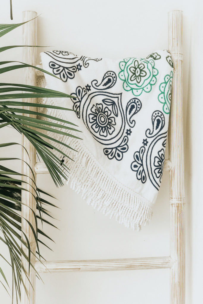 TASSELS BEACH TOWEL - MANDALA TURQOISE AND WHITE