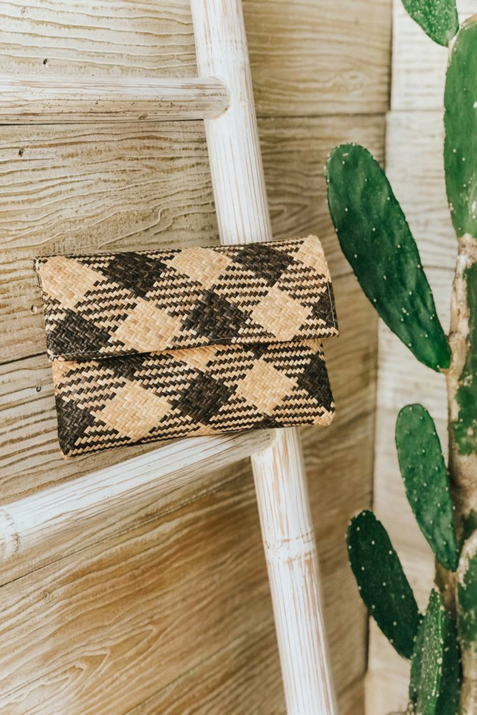 STRAW CLUTCH - PATTERNED