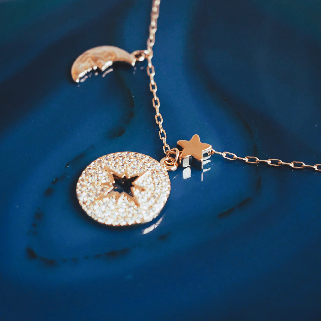 DAISY WHITE GEMINI NECKLACE