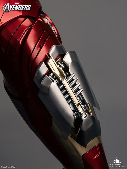 Iron Man Mark 7 statue