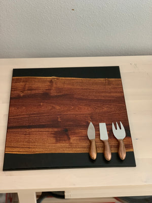Traditional Black & Wood Cutting Board