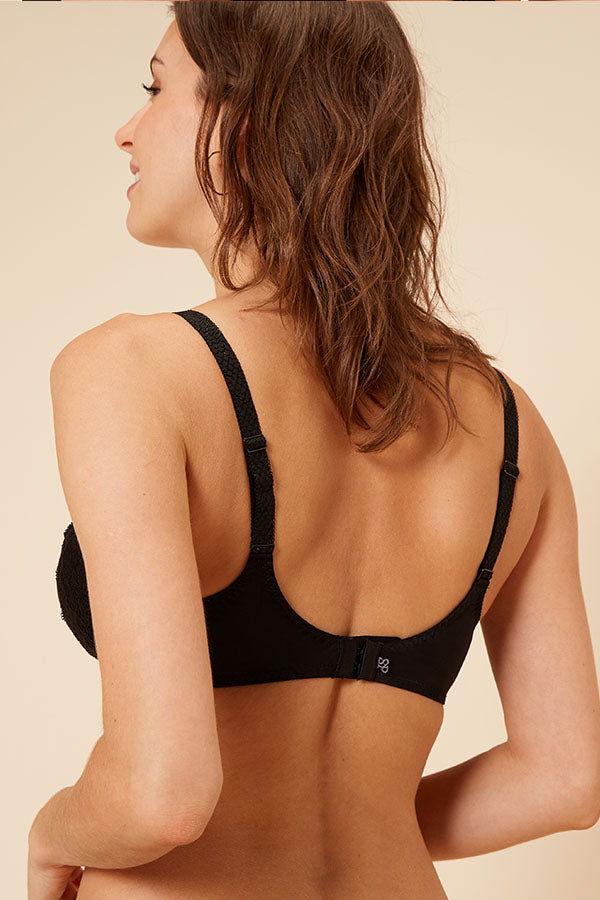 Caresse Rigid Seamless Minimizer Bra - Studio Europe