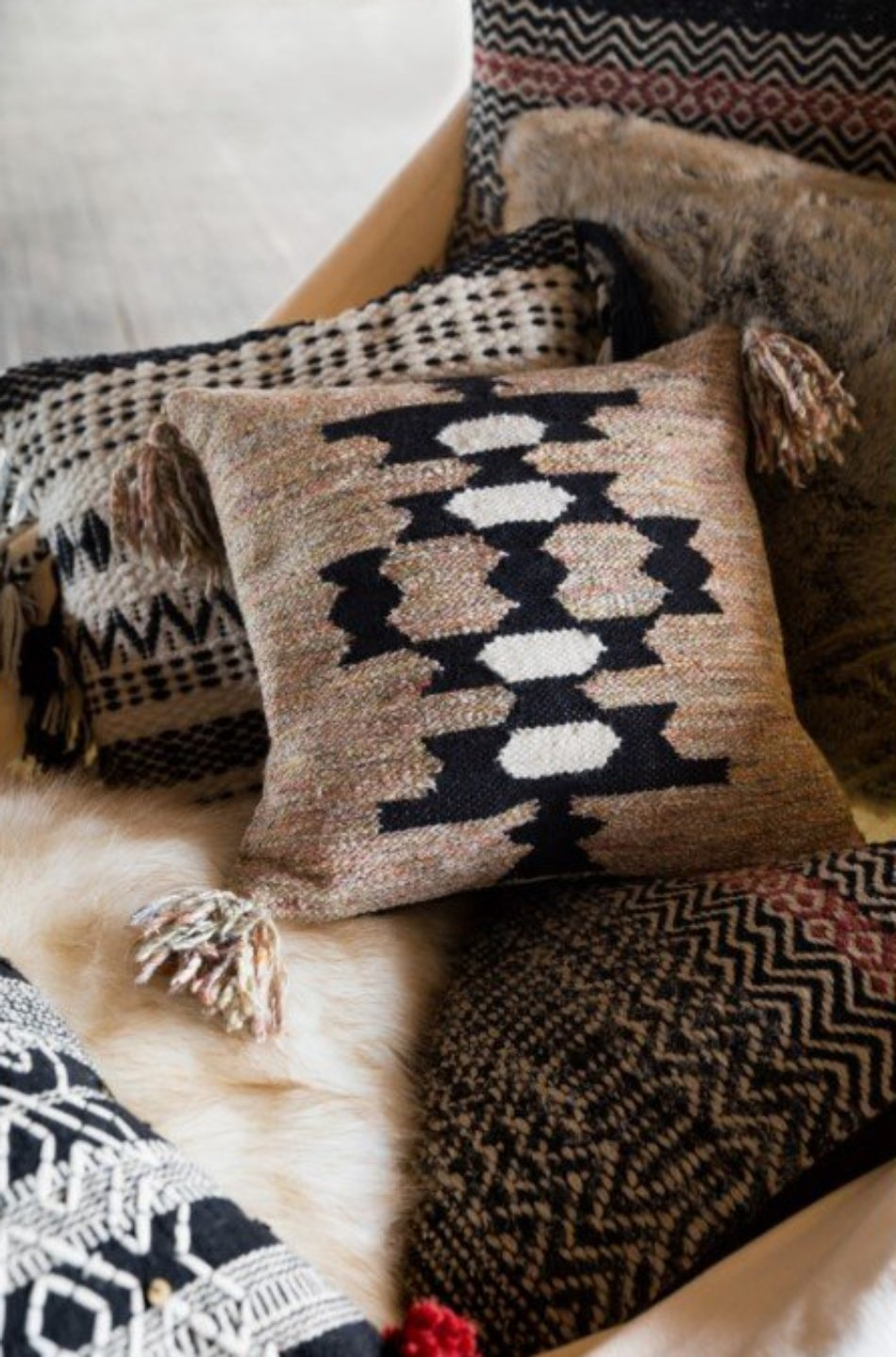 Black and White Inca Pillow (2 Types)