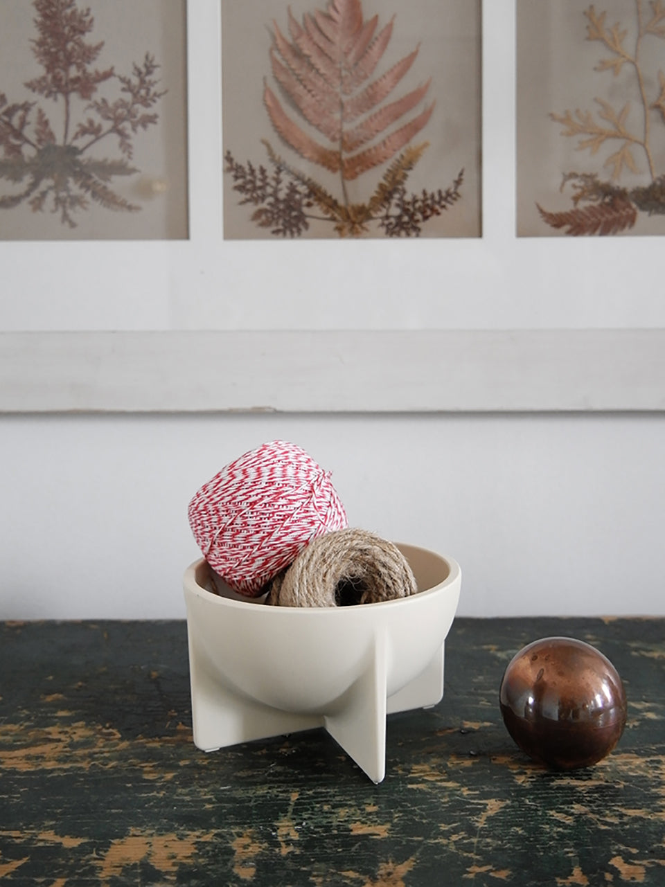 Small Standing Bowl (4 Colors)