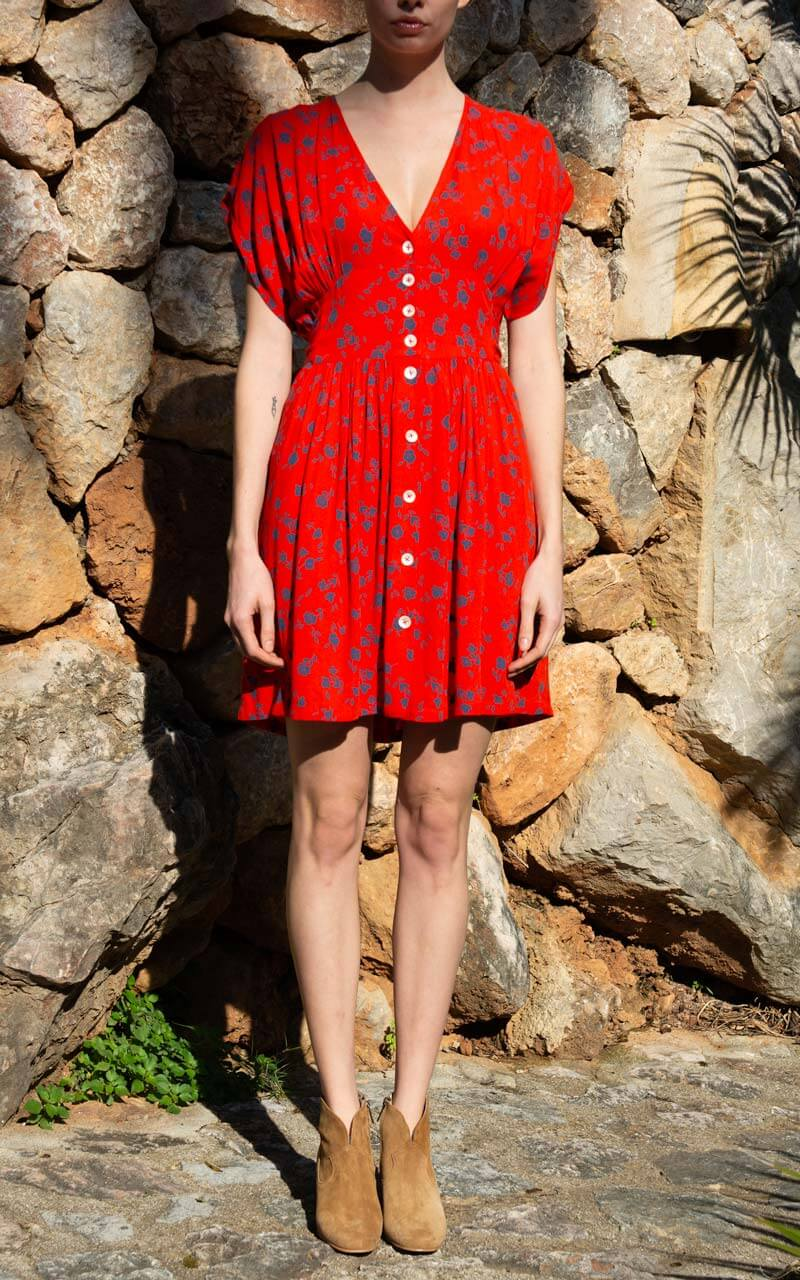 Leon & Harper Rhina Cherry Mini Kleid in Rot aus Viskose am Model