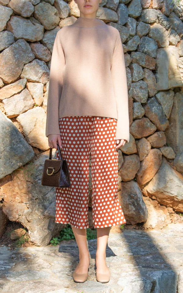 Second Female Spotty Highwaist Culotte Hose aus Viskose mit Polkadots am Model