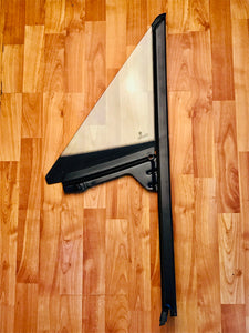 BMW Z3 E36 Side window Passenger 1/4 Glass Right 51328410162