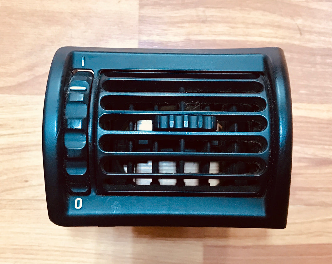 BMW Z3 E36 FRESH AIR GRILLE VENT BLACK RIGHT (PASSENGER) OEM USED 64228397716