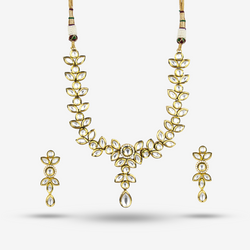 Juhi Necklace Set