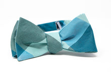 Load image into Gallery viewer, The Whitsunday - Adult Size - Self-Tie Bow Tie