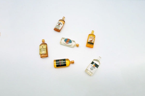 1:12 Dollhouse Whiskey Bottles (6 pcs)