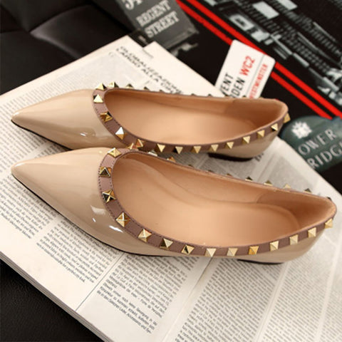 Pointed rivet flat-bottomed shoes
