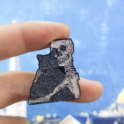 Gothic Skull Hug Witch Wizard Brooch Pin