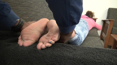 Toya's Mixed-American Candid unaware (Secret Cumshot) College American Messaged Feet Toes & Soles 4K Duration 6 Minutes Part 2 X-Rated