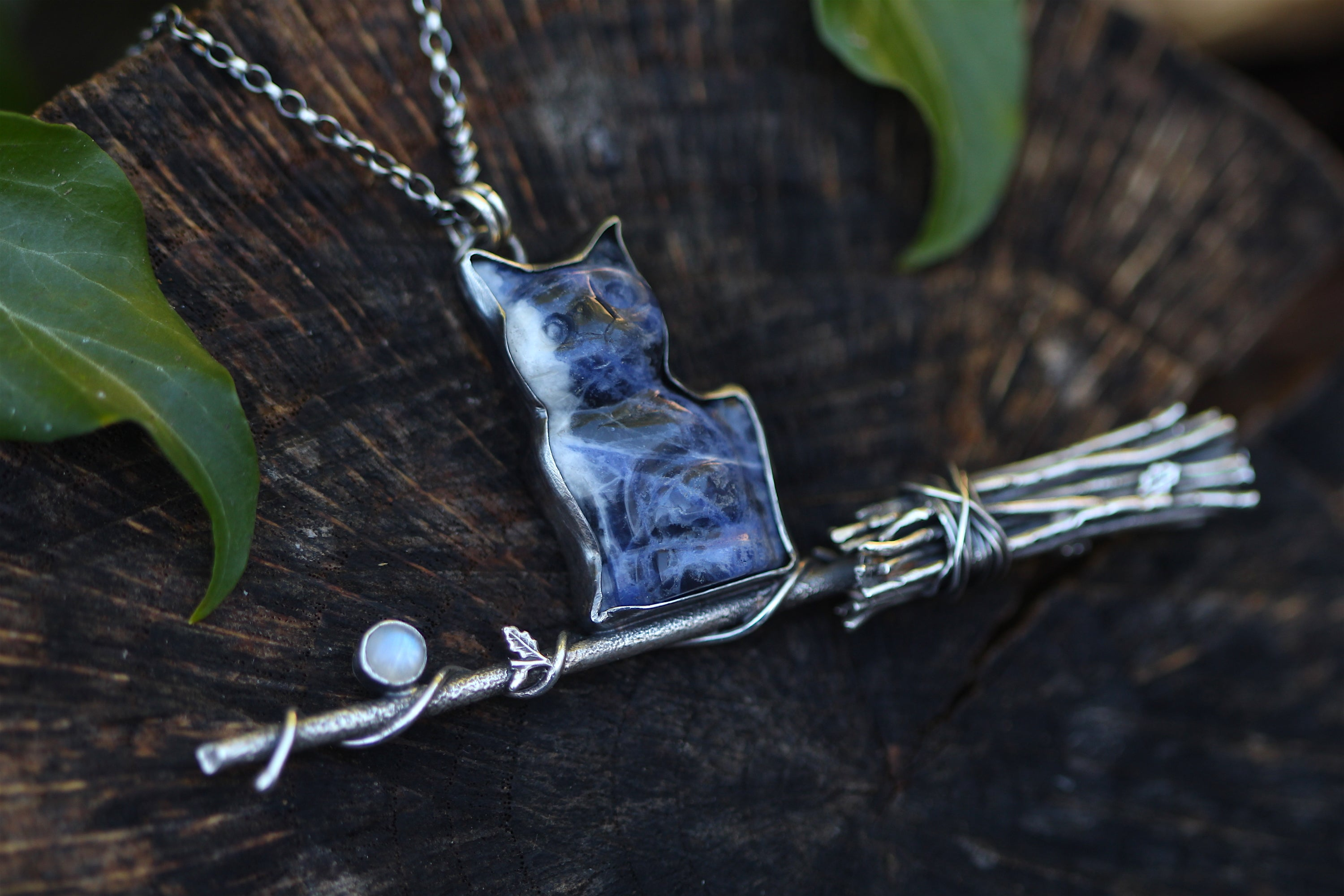 THE FAMILIAR Sterling Silver Necklace with a Sodalite Cat and Rainbow Moonstone