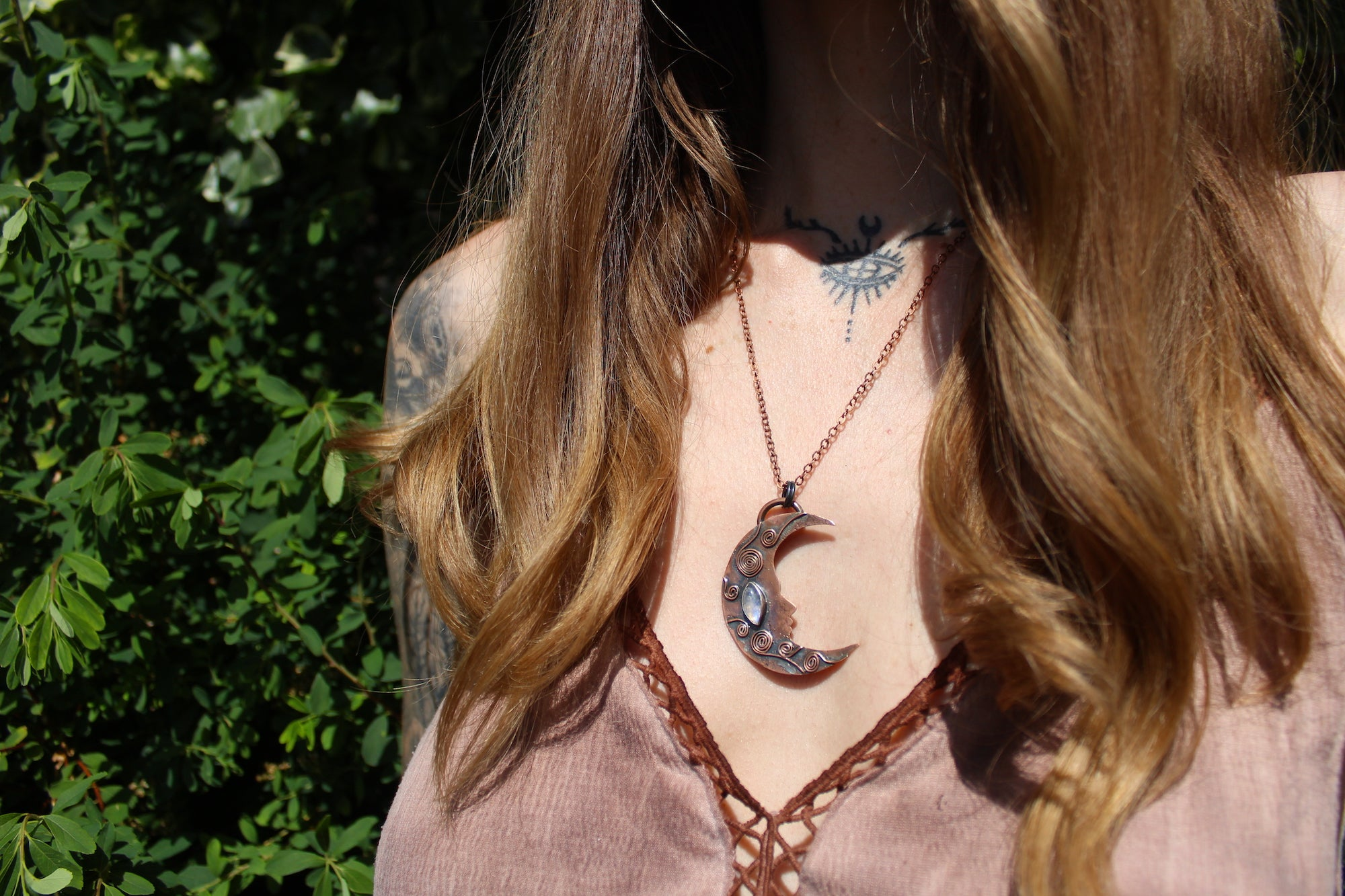 DREAMLAND Handmade Copper Necklace with Rainbow Moonstone