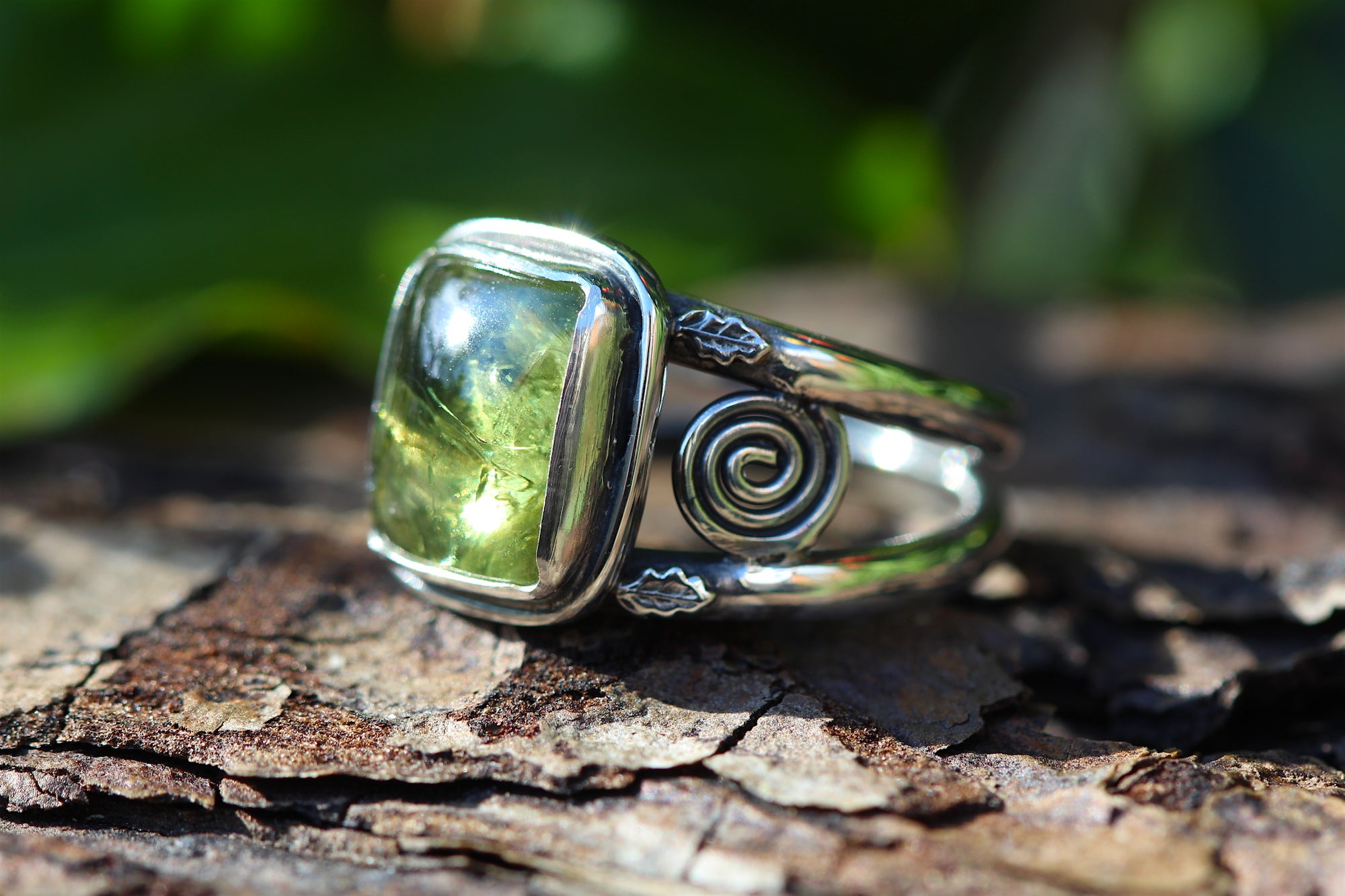 HEARTLANDS Sterling silver Ring with Peridot (UK Size N 1/2 or US size 6 3/4)