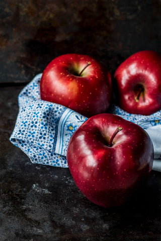 Three red apples on a cloth, for AutoBrush