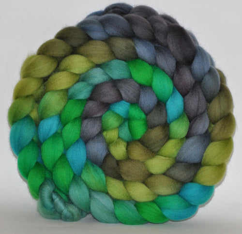 21.1 Micron Hogget  Haunui NZ Halfbred  Roving Hand Dyed  5.18 ounces - Green Thumb  Combed Top