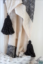 Load image into Gallery viewer, Zahara Throw - Black/Neutral