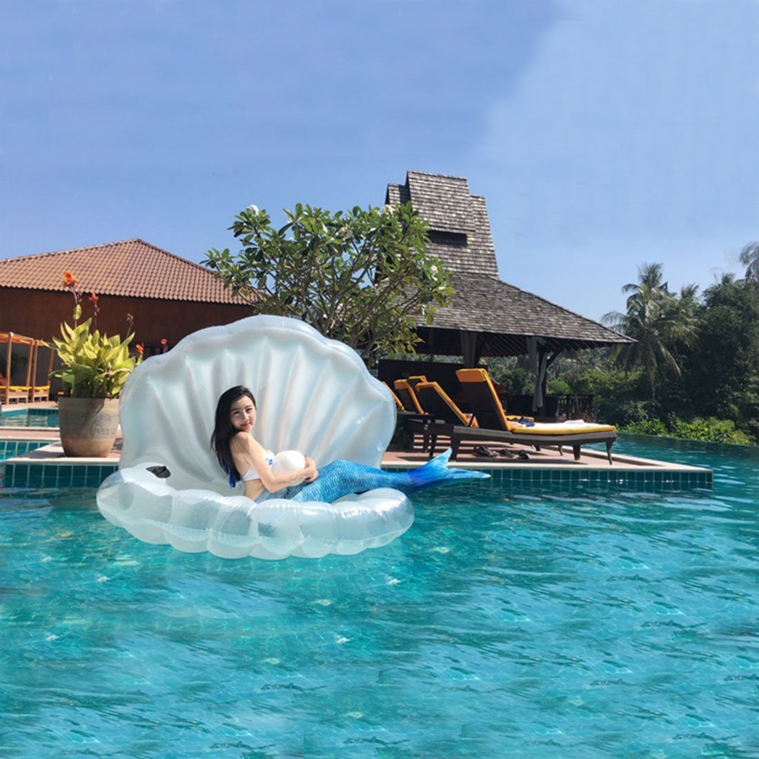Giant Clam Shell Floatie