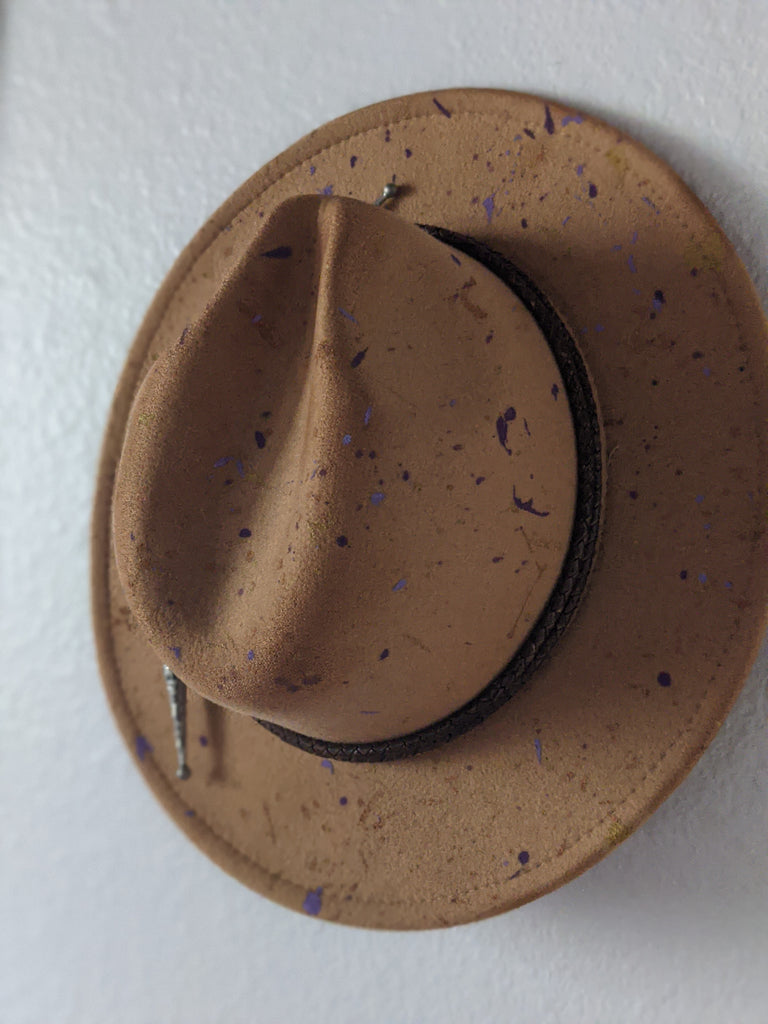 Standard Brim Camel Splatter Hat with Amethyst Hat Band - Size Large