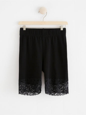 Biker shorts med blonder